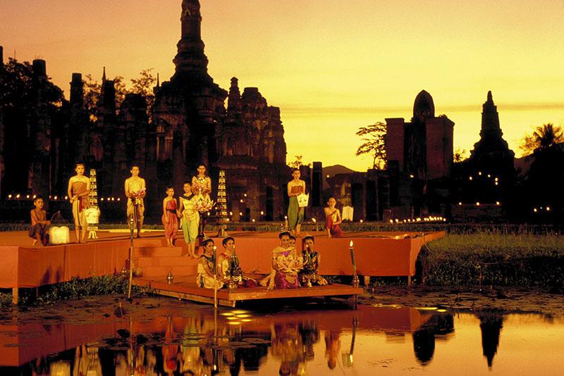 水燈節 (Loi Krathong Festival)