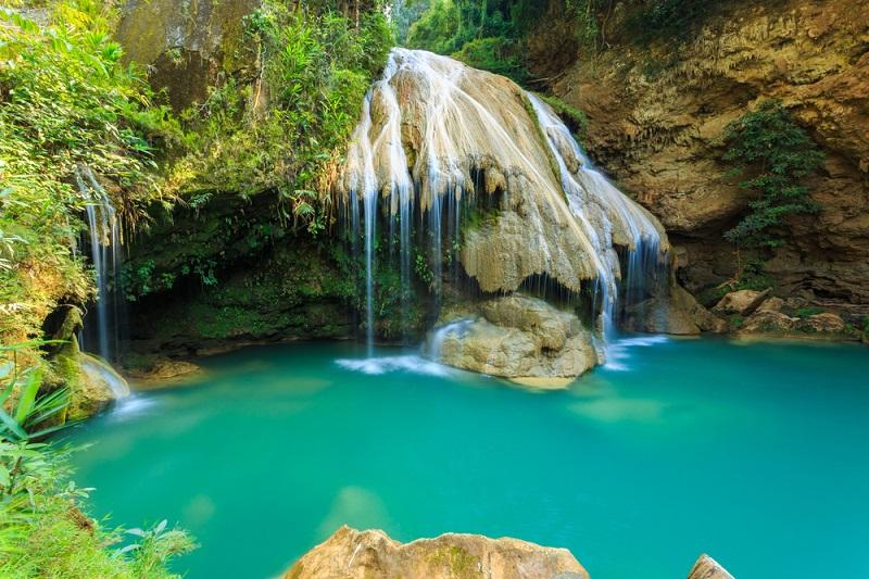 在泰國南奔必做的最棒活動:距離清邁不到1小時車程的綠松石瀑布和卡倫村部落